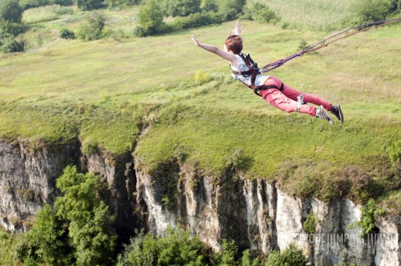 Роуп-джампинг — прыжок и полет на веревке с моста «Бегущая лань»