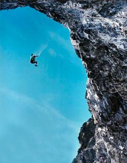 Стрибок зі скелі